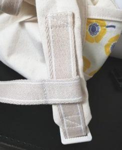反対側の肩紐に、残ったカバンテープを通す