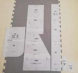 自作の型紙を印刷して貼り合わせた写真