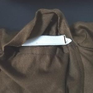 ゴムの端を縫い付ける写真