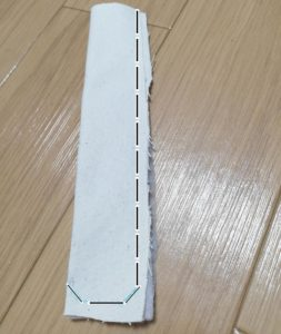 肩紐とキルト芯を重ねて、出来上がり線を縫う