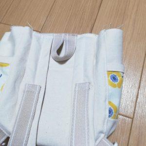 本体中央にカバンテープ15cmを縫い付ける。その両脇に肩紐を縫い付ける