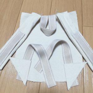 もう1本作り、本体に縫い付ける